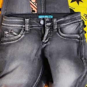 YMI BLACK CHARCOAL JEANS  SIZE 3 LONG